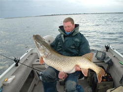Northern_Pike_Canada_Record2.jpg