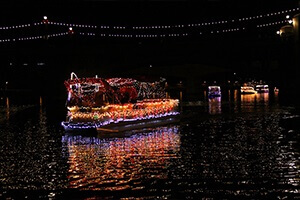 TEMPE-TOWN-LAKE-CHRISTMAS-BOAT-PARADE